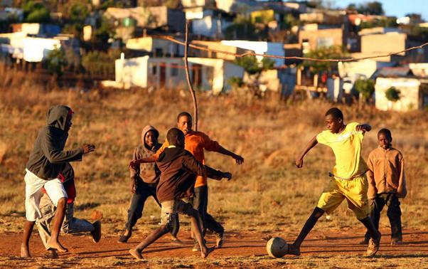 bola sepak kanak-kanak