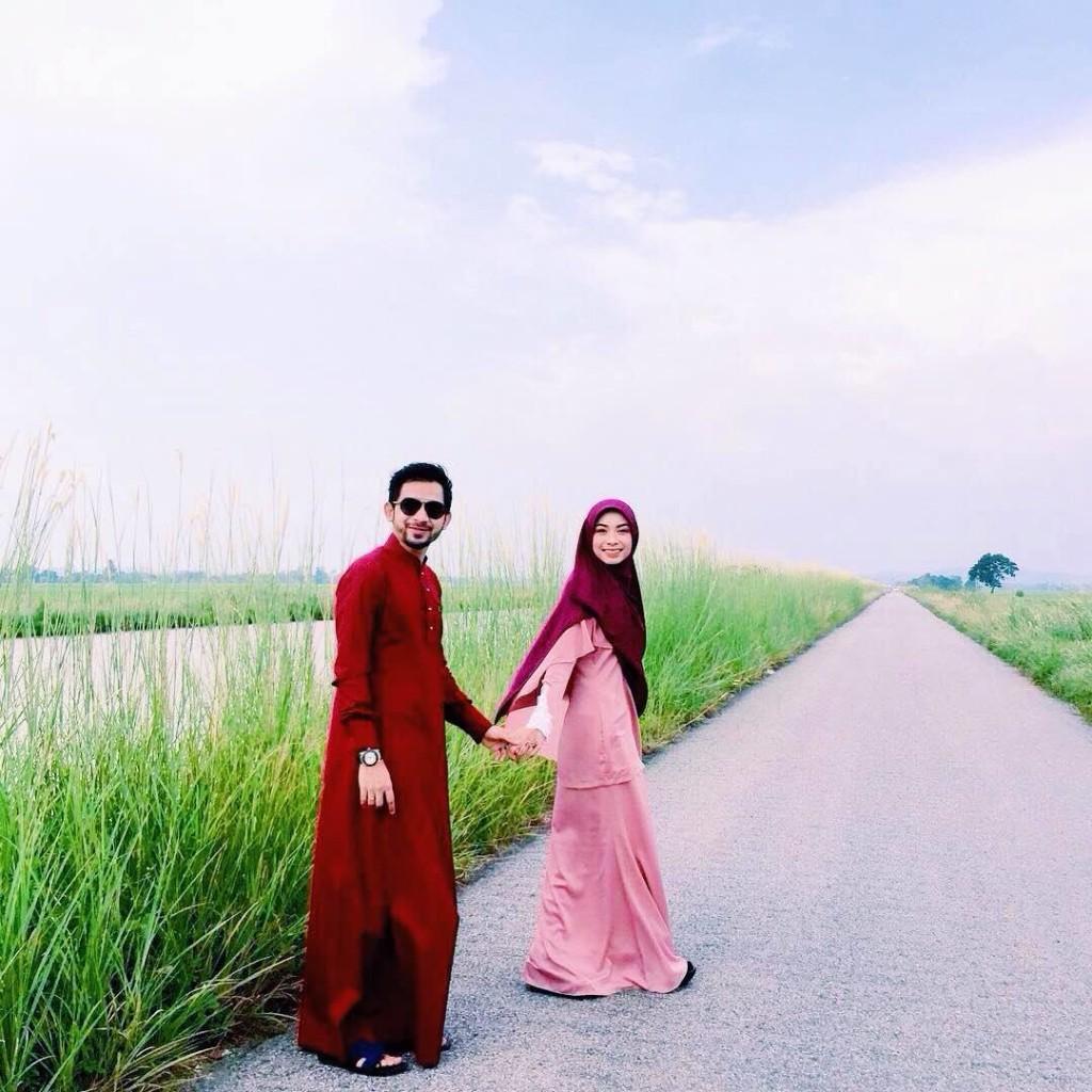 Jubah Sedondong bersama pasangan