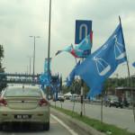 Perang bendera tanpa batasan.