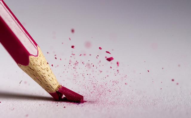 pensil warna patah